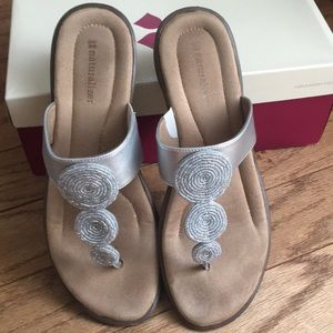 Gently loved naturalizer sandal